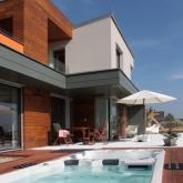 bazén a terasa